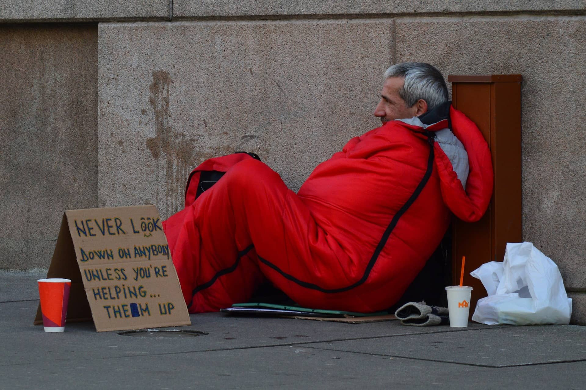 homeless man 833017 1920 1